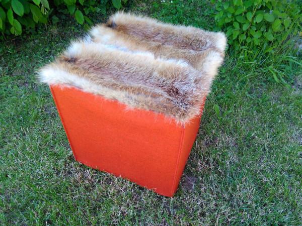 Sitzwürfel aus Merinofilz mit Echtfell